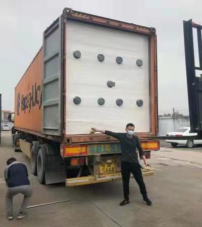 Załadunek maszyny z Chin