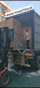 Kontrola załadunku kontenera produktów z chińskiej fabryki